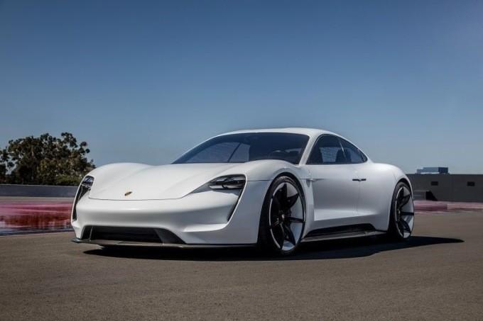 Porsche выпустит первый электрокар в 2019 году2