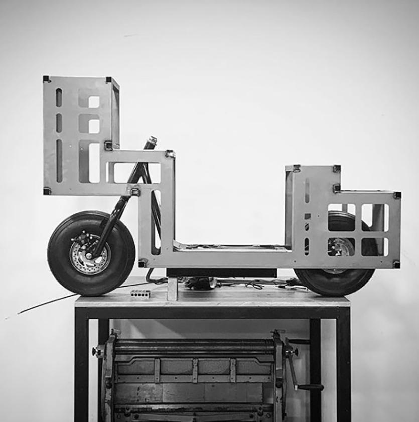 Студия J.Ruiter сделала электробайк в виде трансформаторной будки с граффити3