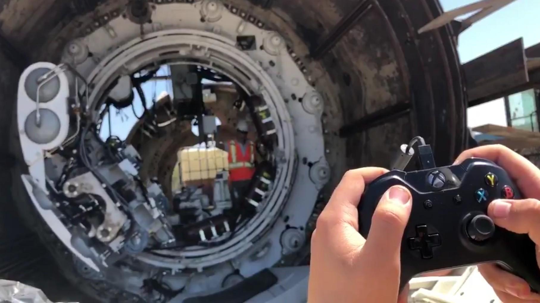 Туннелестроительный монстр под управлением геймпада