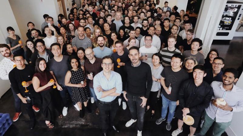 Создатели Instagram покидают социальную сеть