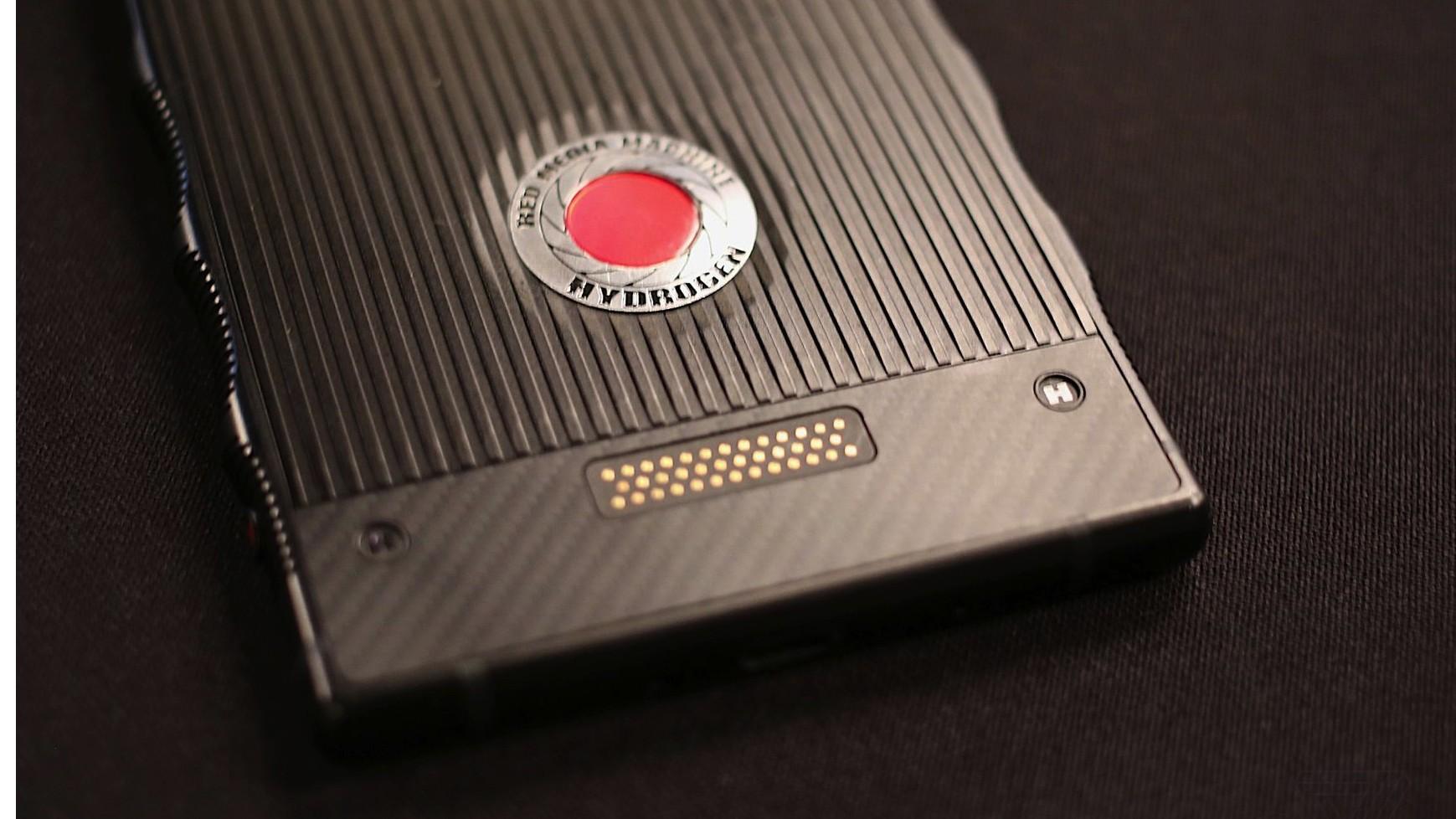 Появились первые живые фотографии RED Hydrogen One