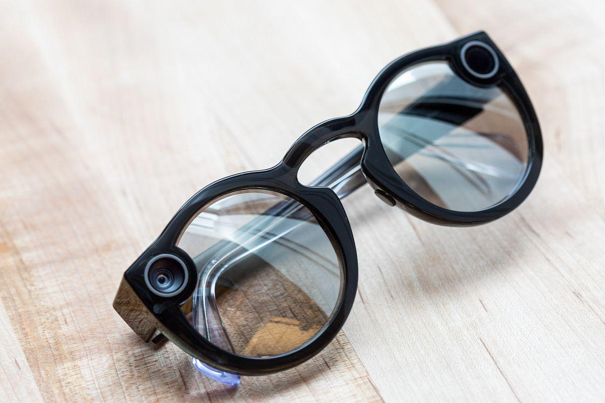 Snapchat представила вторую версию очков Spectacles2
