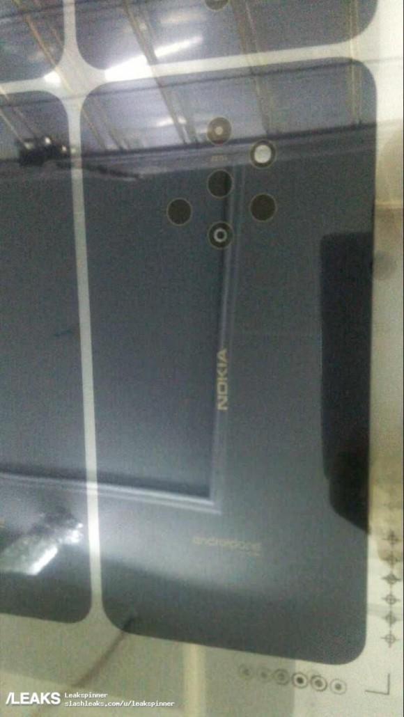 Появилось фото смартфона Nokia с пятью камерами2