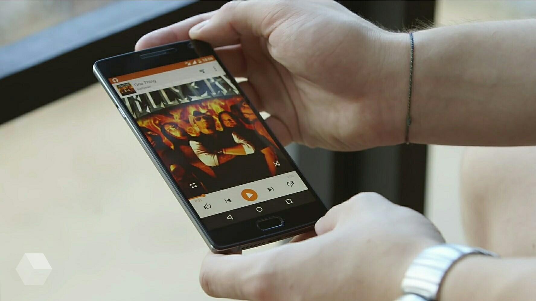 Google синхронизирует смартфоны для воспроизведения музыки