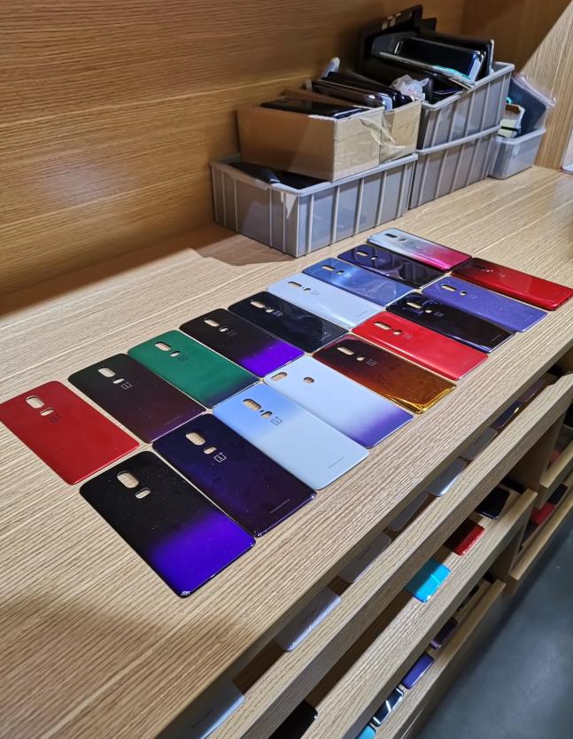 Прототипы градиентных цветов OnePlus 6, которые никогда не попадут в продажу2