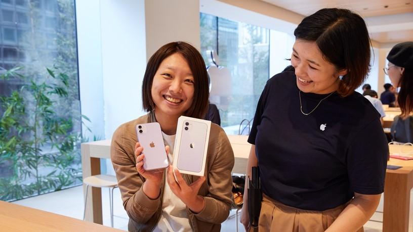 """В России стартовали продажи iPhone 11, Apple Watch Series 5 и iPad 10,2"""""""