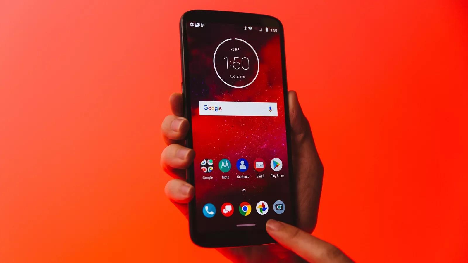 Motorola готовит флагман с чипом Snapdragon 8150 и поддержкой модуля 5G Moto Mod