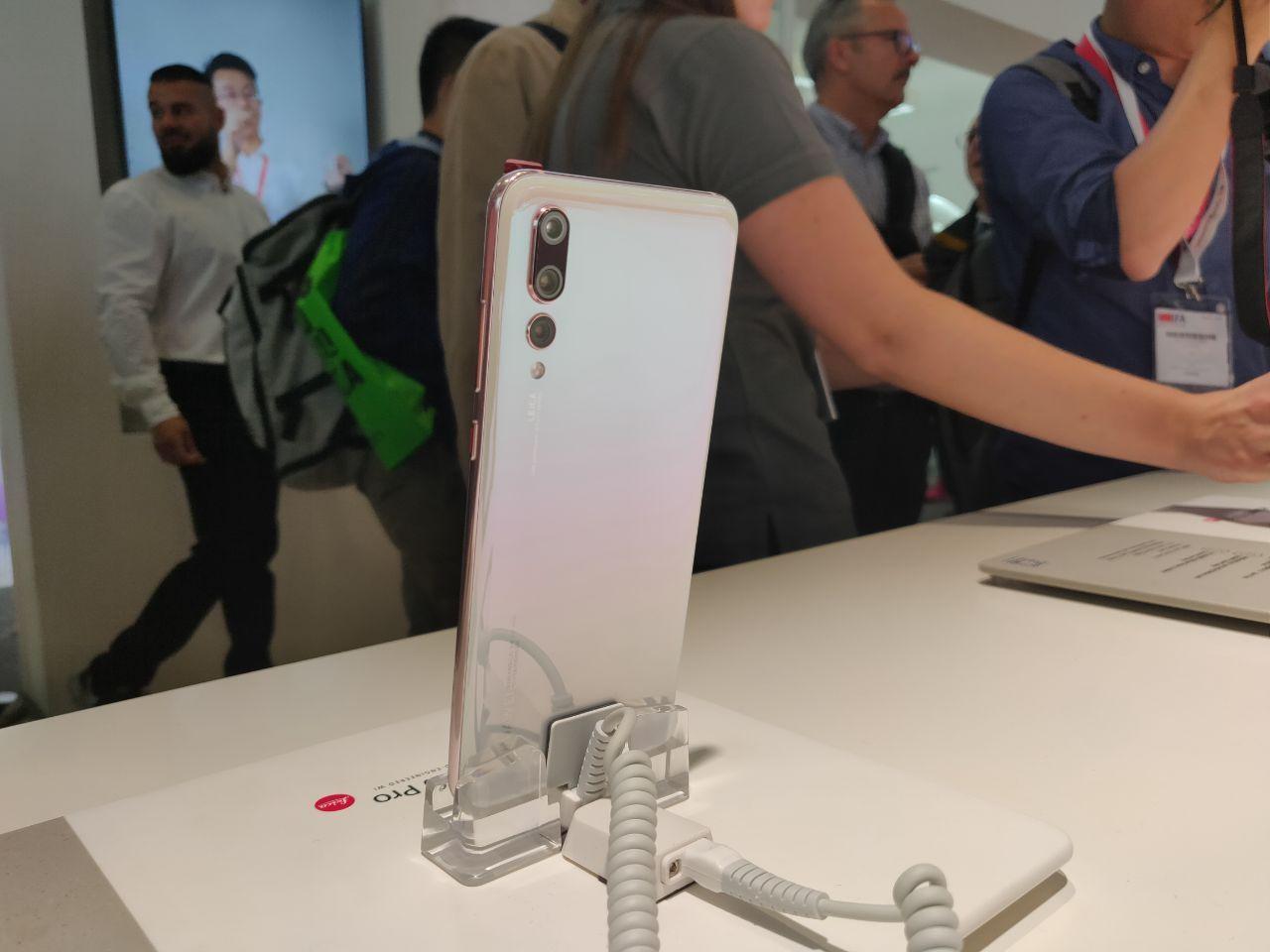 Четыре новые расцветки для Huawei P20 Pro4