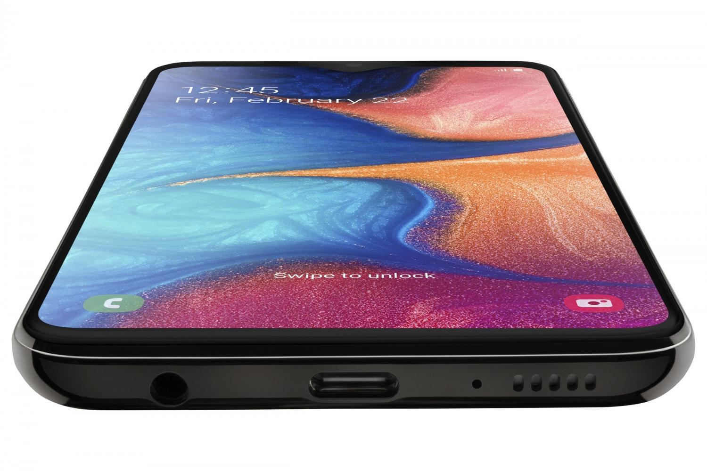 Samsung Galaxy A20e: компактнее и проще6