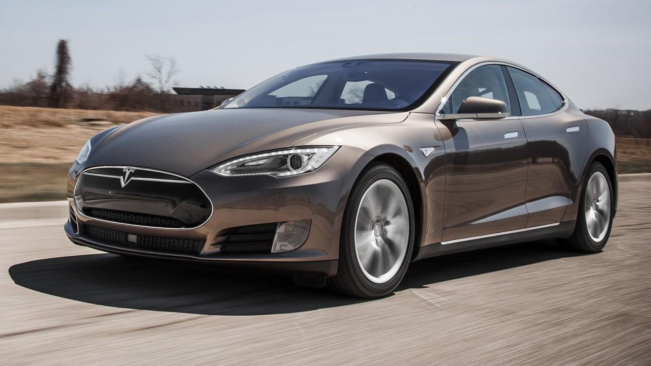 Водитель Tesla лишился прав за трюк с автопилотом