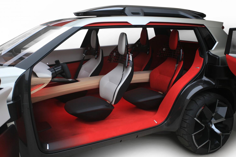 Nissan показала концепт-кар с семью экранами для управления3