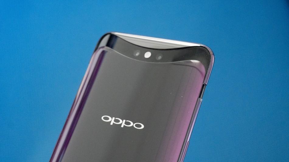 OPPO покажет первый складной телефон в феврале