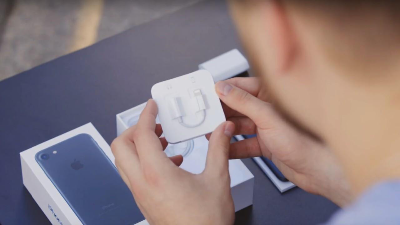 В комплект iPhone больше не кладут адаптер mini-jack
