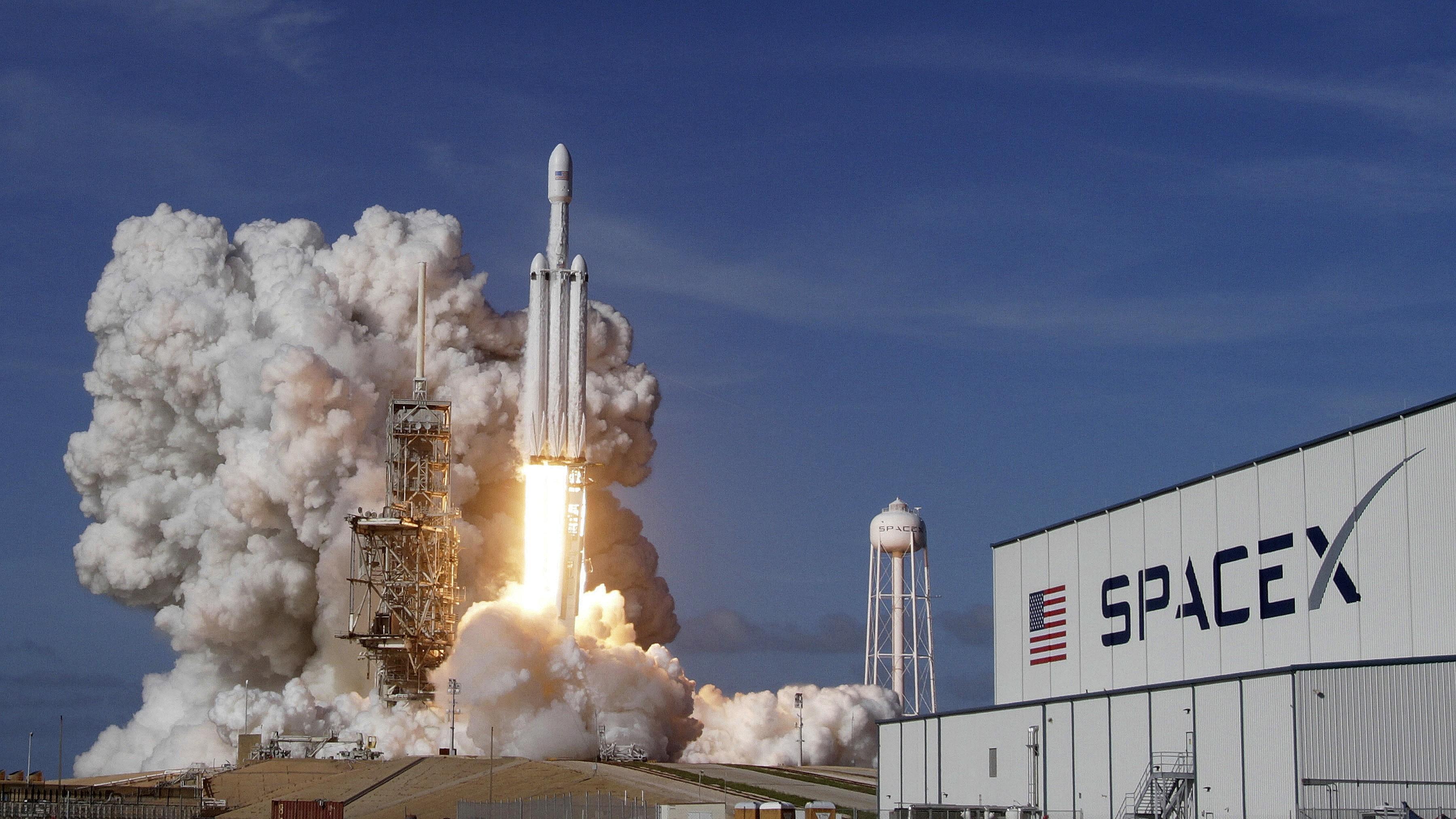 SpaceX покажет прямую трансляцию запуска ракеты Falcon 9