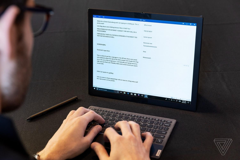 Lenovo показала первый в мире протитип ноутбука со складным экраном4