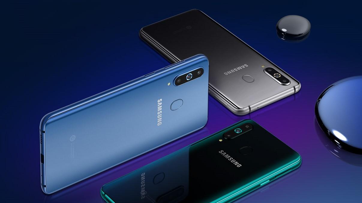Samsung Galaxy A8s: первый «дырявый» смартфон