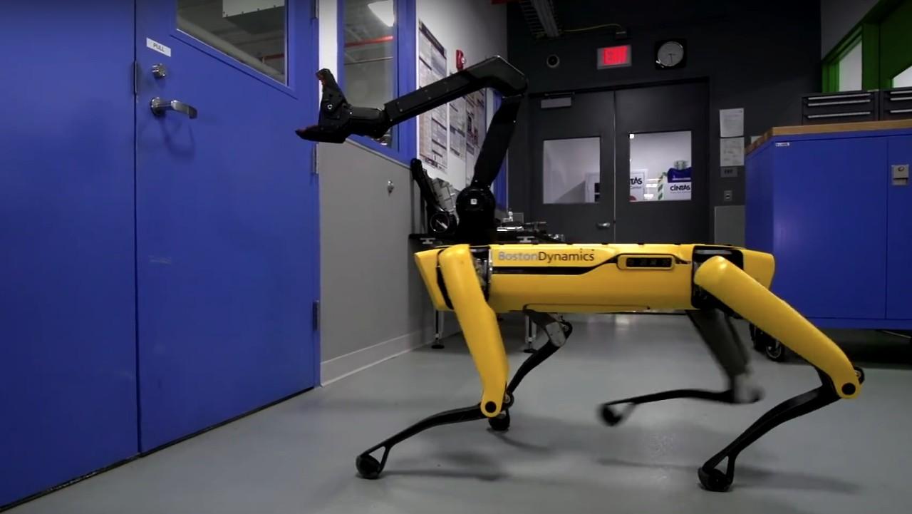 Робот Boston Dynamics научился открывать двери