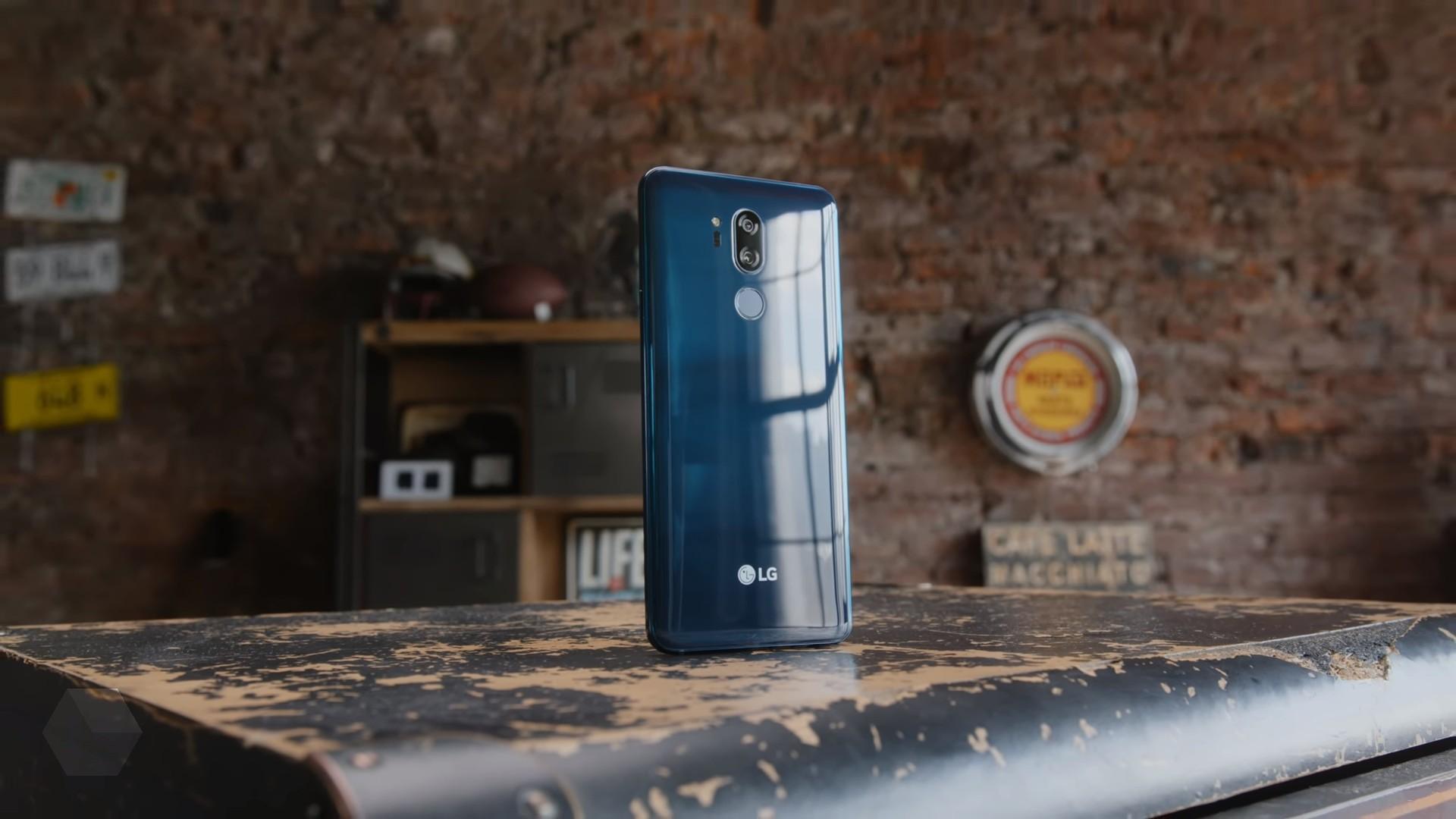 LG V40 ThinQ получит вырез в экране и тройную камеру
