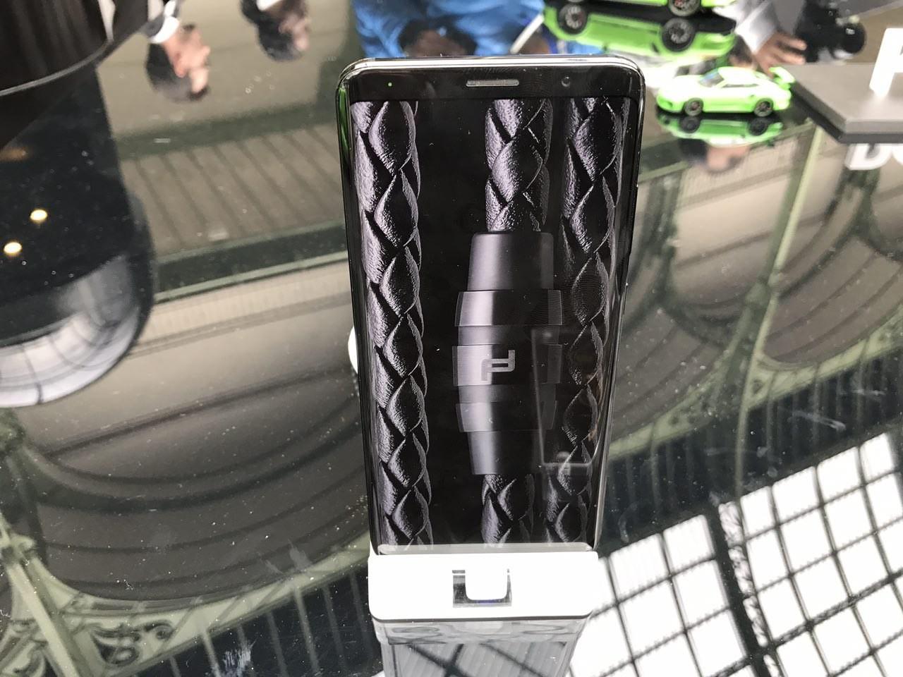 Mate RS Porsche Design получил два сканера отпечатков пальцев3