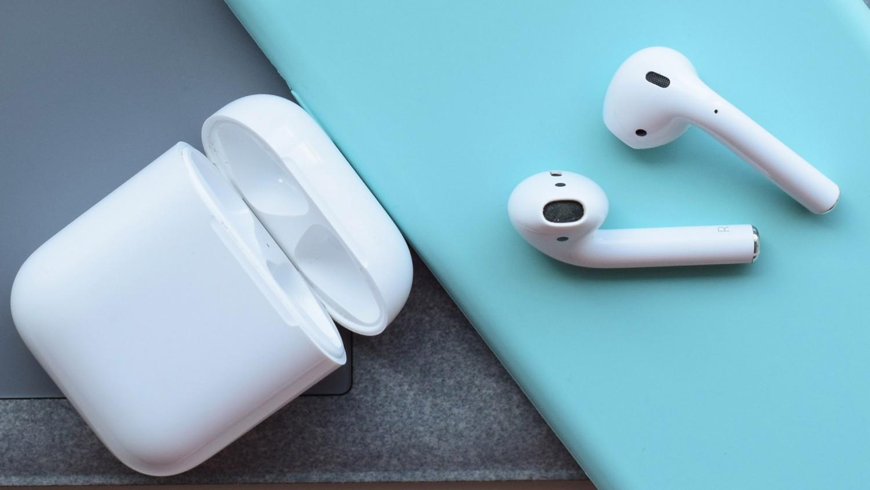 Apple AirPods первого поколения за 8600 рублей!