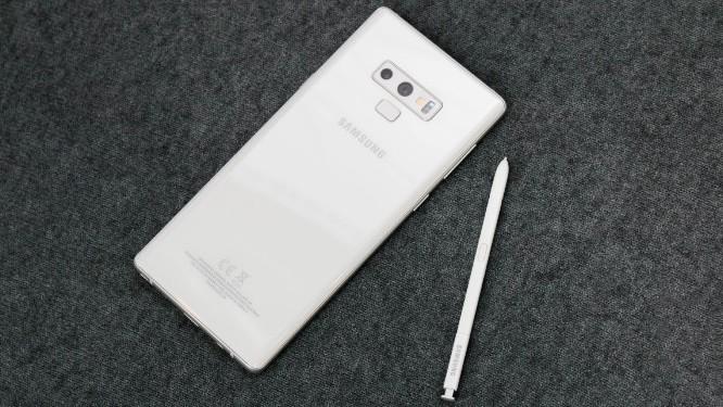 Фотографии Samsung Galaxy Note 9 в белом