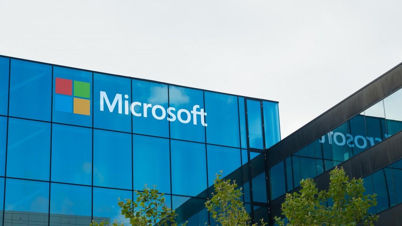 Microsoft ненадолго обошла Apple по рыночной капитализации