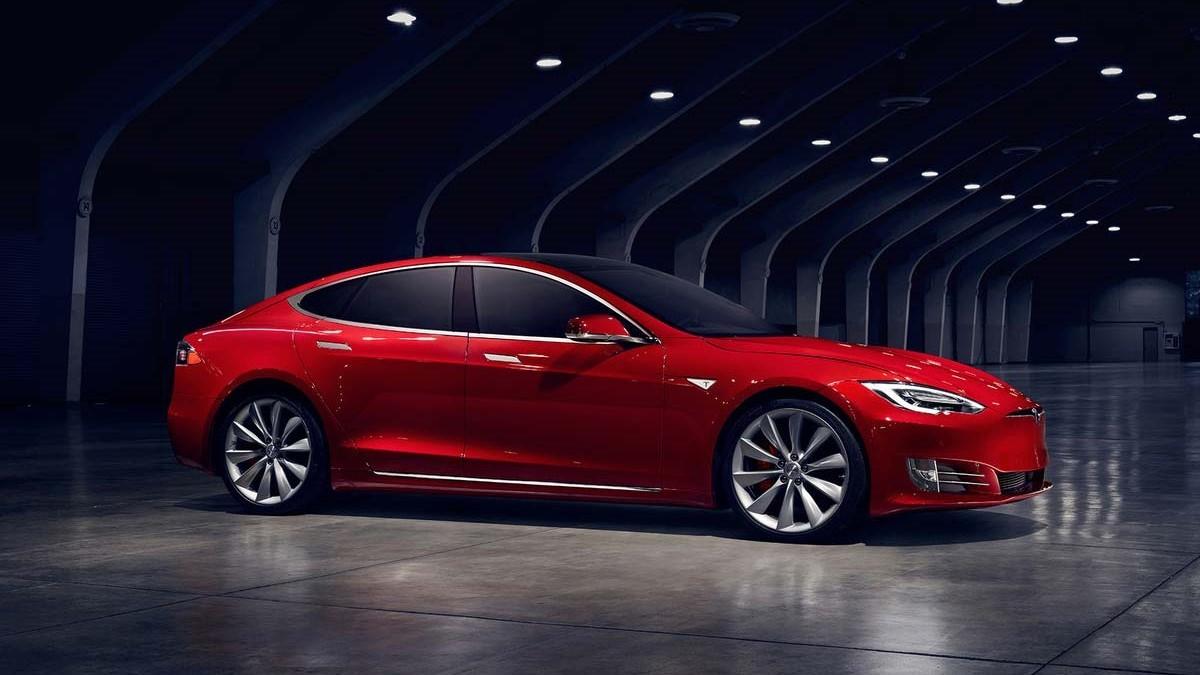 «Связной» получил свыше 200 предзаказов на Tesla за месяц