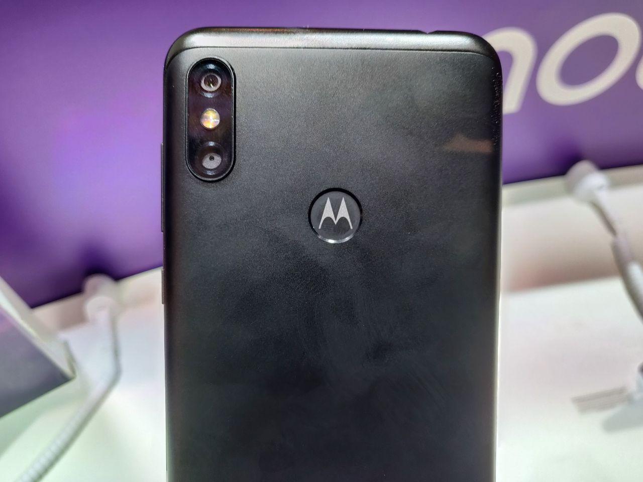 Motorola One и One Power—первые смартфоны бренда на Android One5
