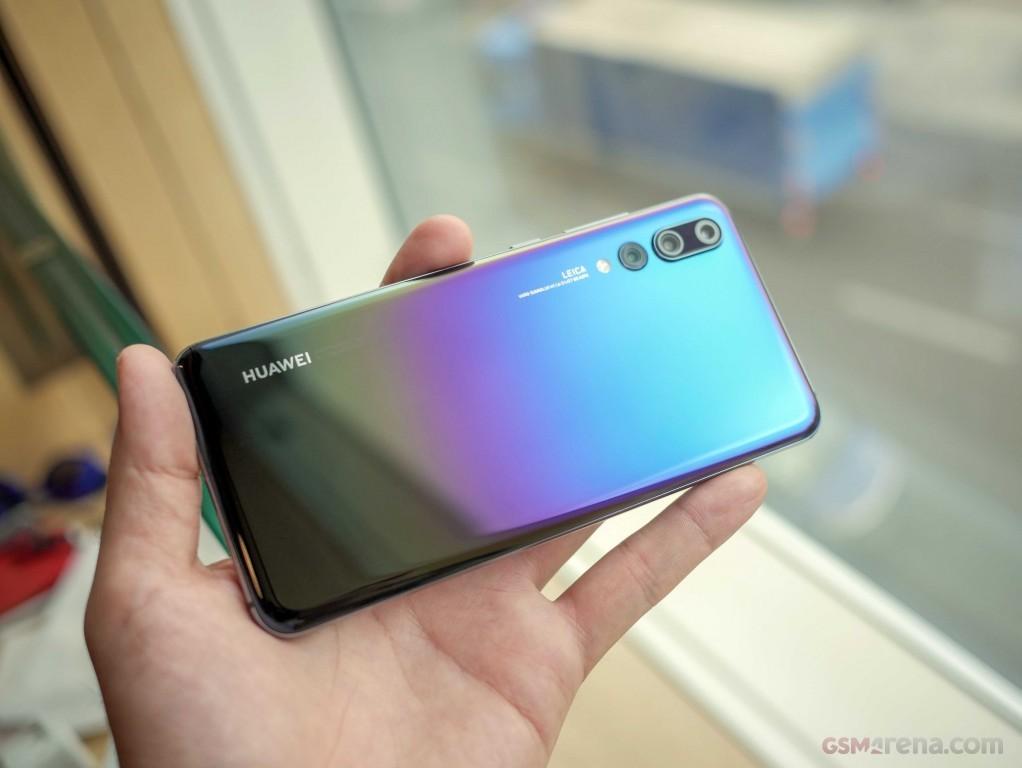 Четыре новые расцветки для Huawei P20 Pro5