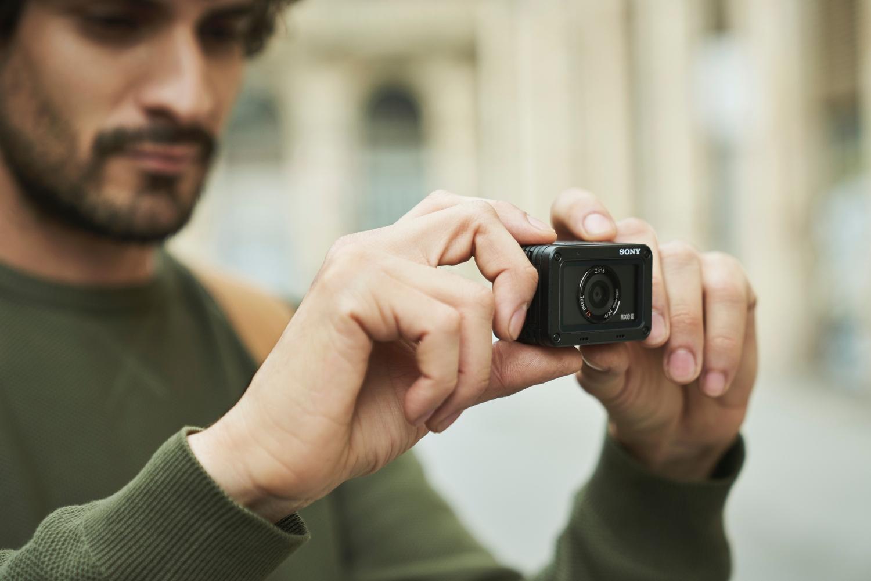 Sony представила компактную экшн-камеру RX0 II в России5