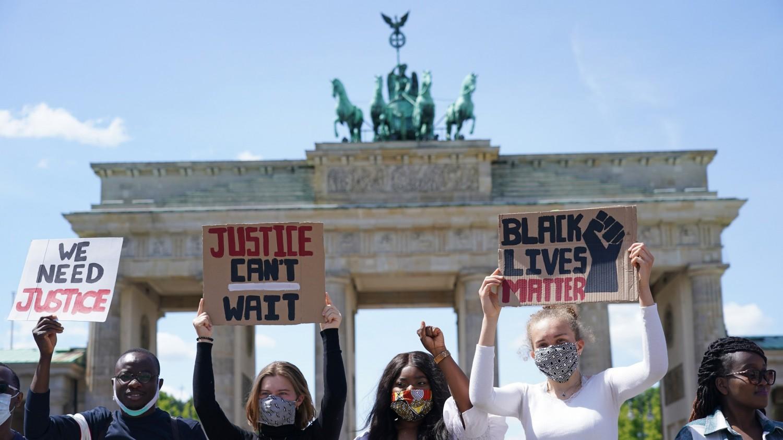 В Англии снесли могильный камень пса по кличке Nigger и другие проявления Black Lives Matter