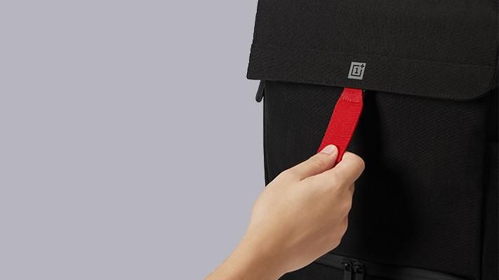 Рюкзак OnePlus Explorer Backpack сшит из нейлоновой ткани