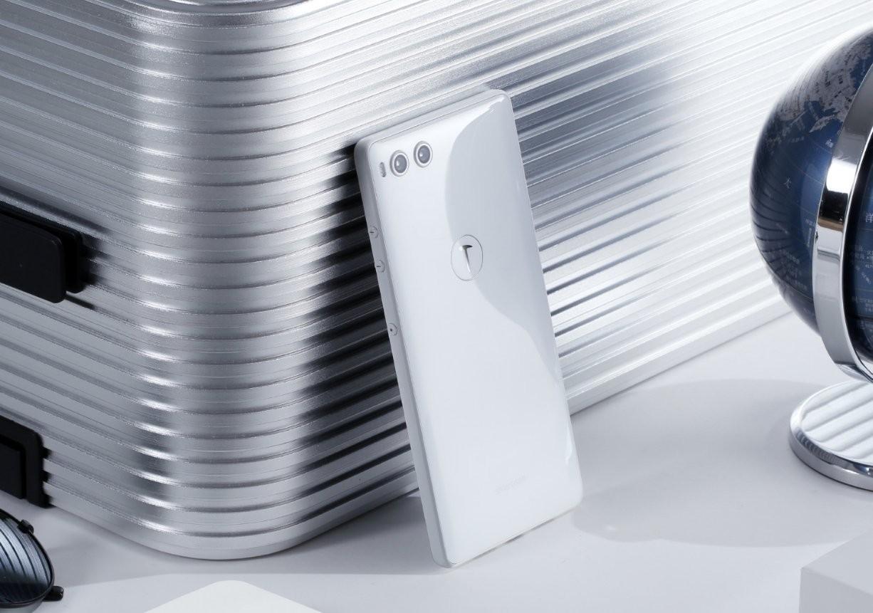 Smartisan представила флагман с терабайтом памяти4