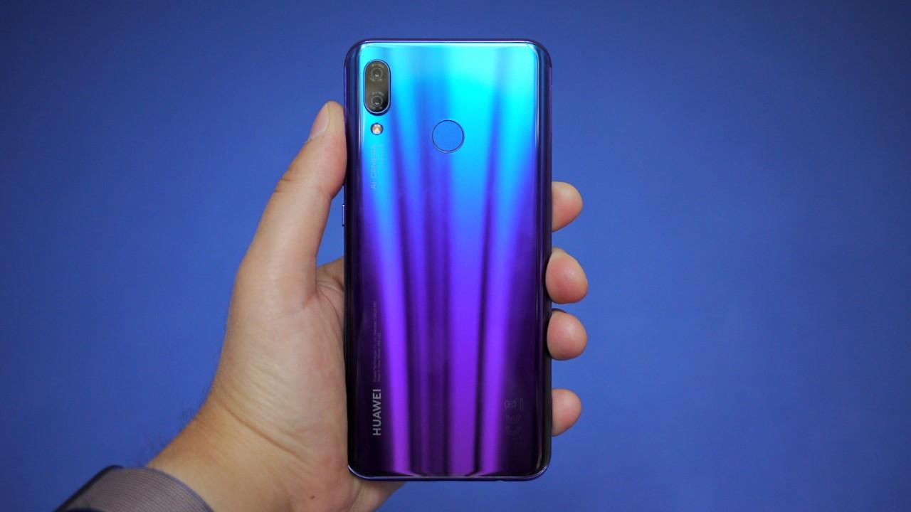 Huawei выпустит смартфон с отверстием для селфи-камеры быстрее Samsung