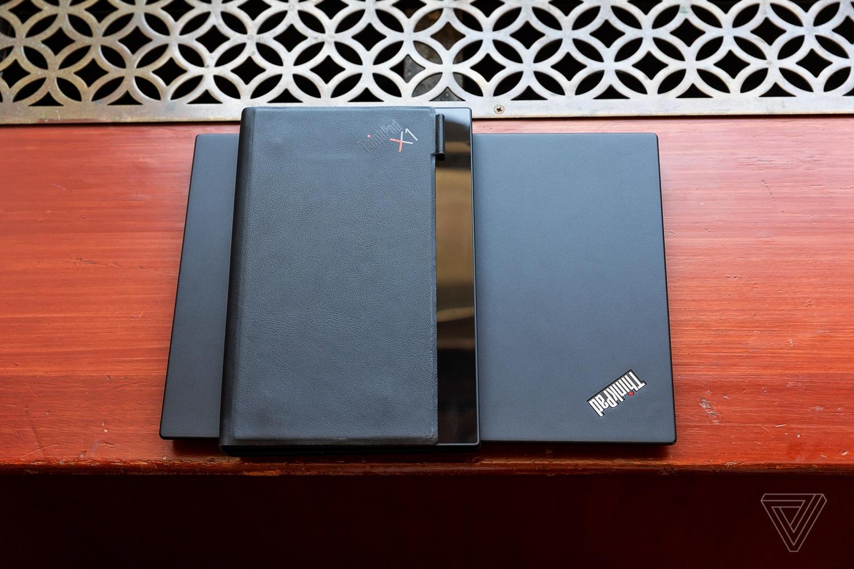Lenovo показала первый в мире протитип ноутбука со складным экраном9