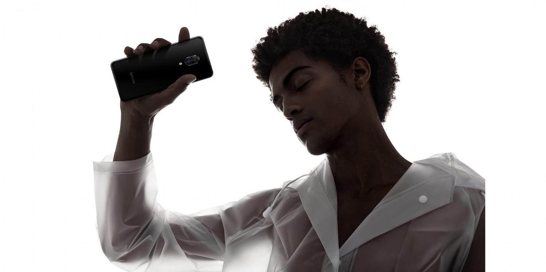 Lenovo представила безрамочный слайдер Z5 Pro с Snapdragon 71011