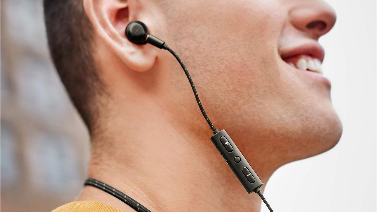Shinola представила беспроводные затычки с Type-C и съёмным кабелем