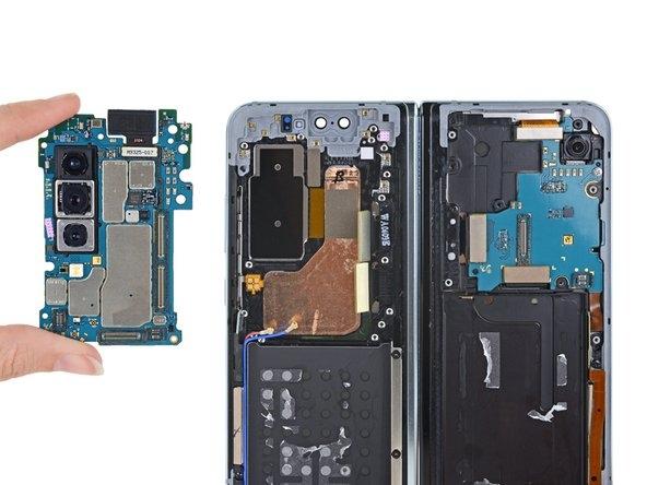 iFixit разобрала Galaxy Fold и нашла узкое место в конструкции5