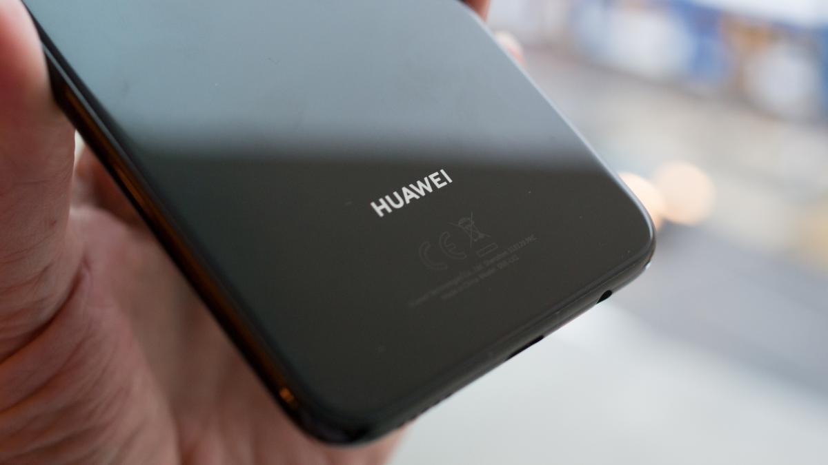 Huawei Mate 20 Lite оснащён четырьмя камерами с AI3