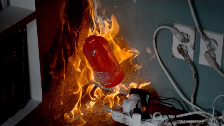 Эта ваза для цветов от Samsung поможет потушить огонь