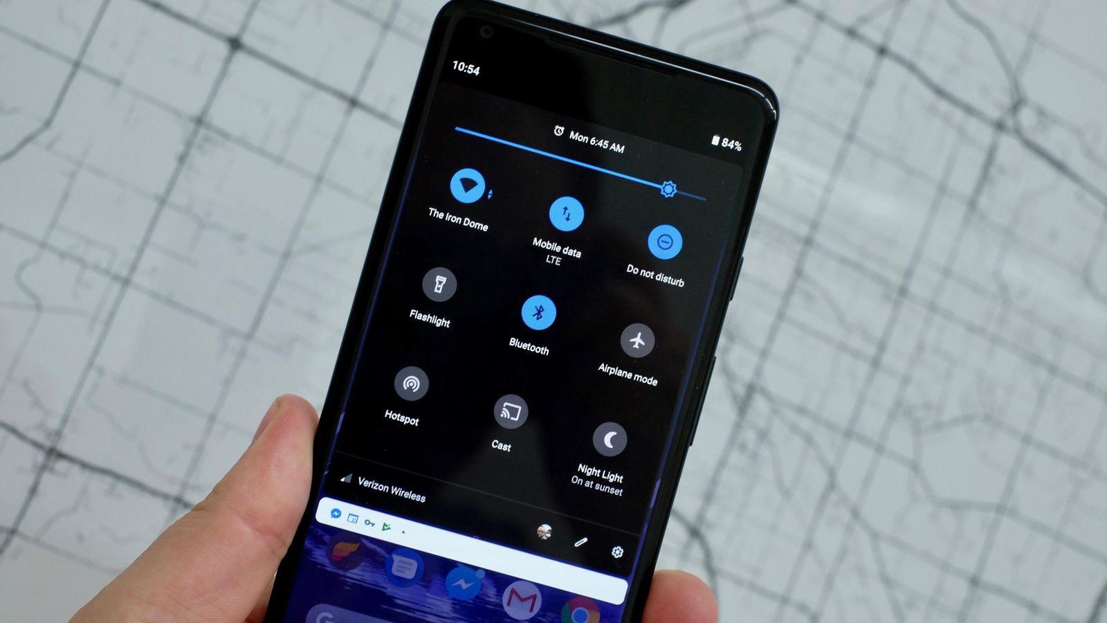 Android Pie автоматически включает тёмную тему в режиме энергосбережения
