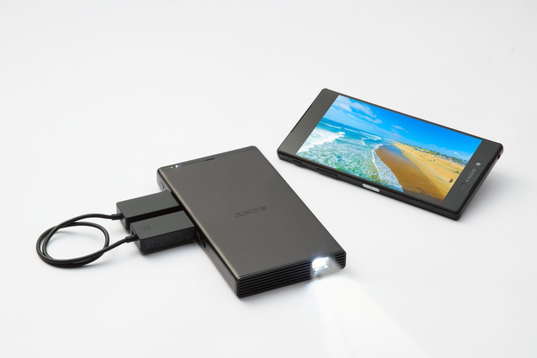 Sony начала продажи портативного проектора MP-CD1 в России1