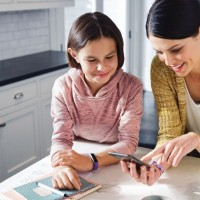 Fitbit представила умные часы и браслет для детей3