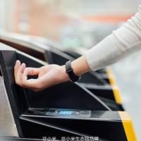 Xiaomi помогает собирать средства на конкурента Mi Band4