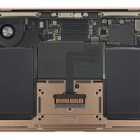 Демонтаж MacBook Air 2018: активное охлаждение и простая замена батареи3