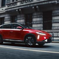 Китай готовится конкурировать с Tesla в производстве кроссоверов5