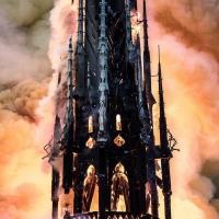 В Париже горит собор Нотр-Дам-де-Пари11