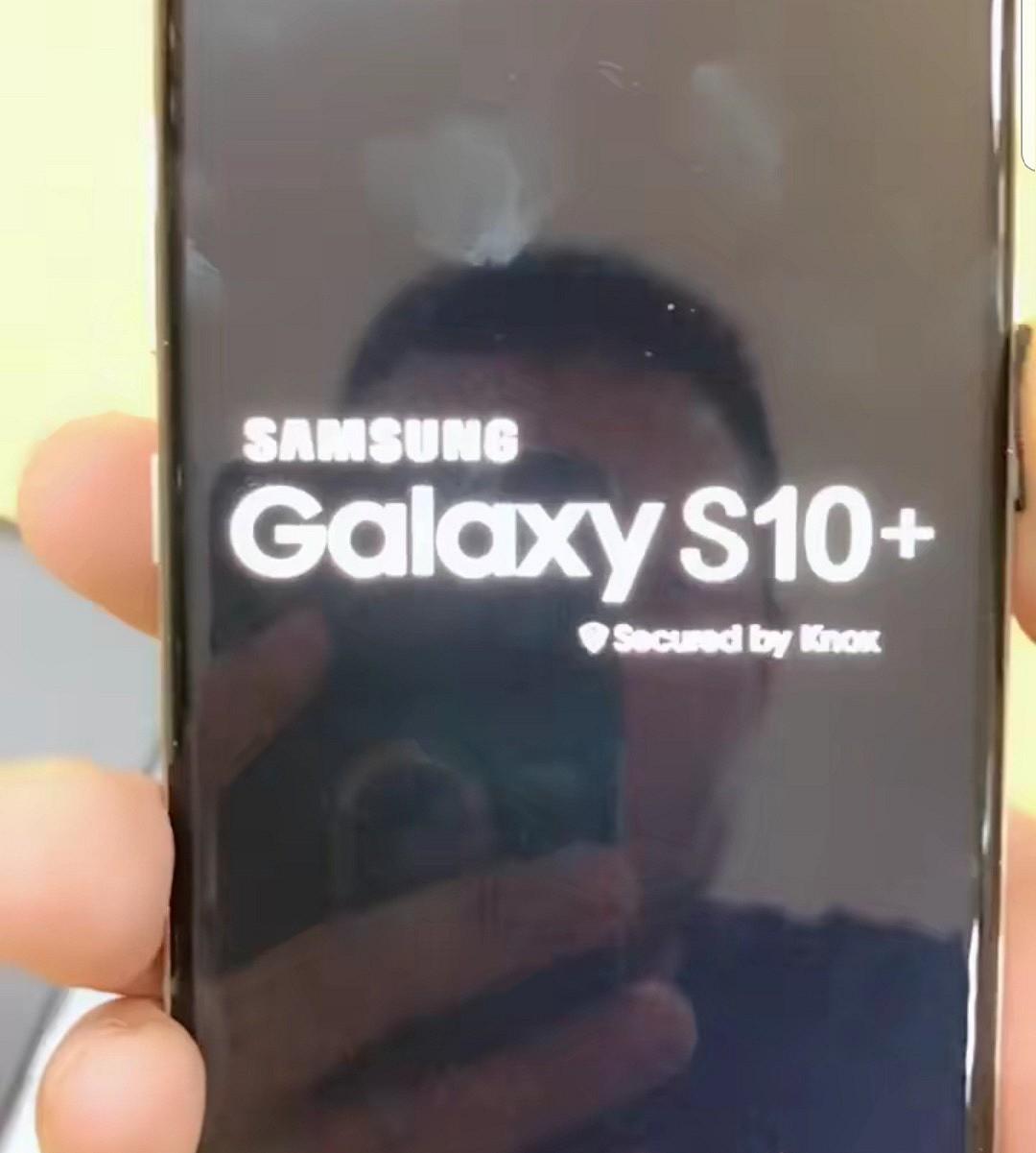 Макет демонстрирует дизайн Samsung Galaxy S10+1