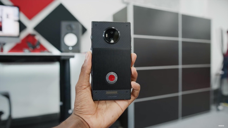 За предзаказ титанового RED Hydrogen One покупатели получат два смартфона