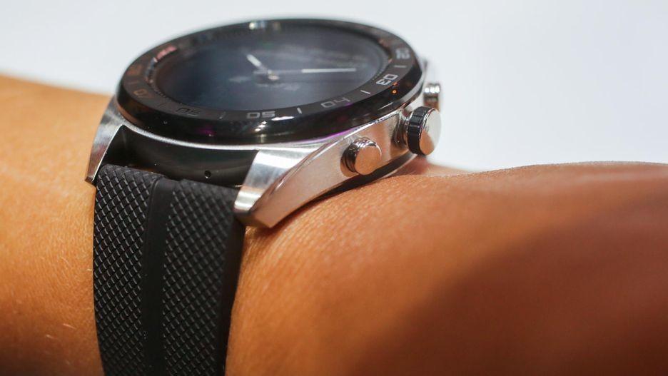 LG Watch W7 — гибридные часы с Wear OS и механическими стрелками2